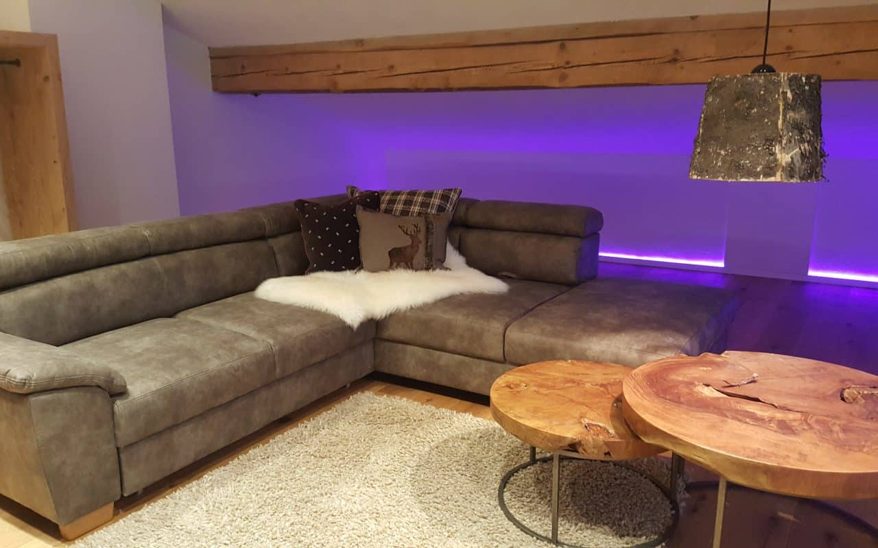Alpenchalet-Vils-Tirol Chalet Edelweiss Loft Wohnzimmer 2